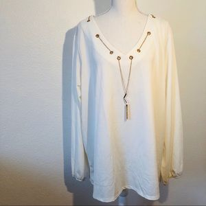 🌟Gorgeous necklace accent blouse 🌟